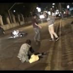 信号無視のバイクがホームレスと衝突!/Biker hits homeless crossing the street