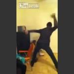 Facebookにエロいダンス動画を投稿していた女の子、父親にきついお仕置きを受ける/Girls post erotic dance video on Facebook and get beaten by Dad.