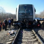 踏切に侵入した車が列車と衝突/Train vs. Car : Fatal accident at a railway crossing
