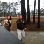銃社会アメリカ : 若者と車で揉めてピストルを出した男が逮捕/Man gets arrested after pulls a Gun on Kids in Road Rage incident