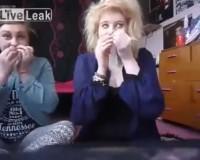 鼻でコンドームを吸い込む「コンドーム・チャレンジ」/ The Condom Challenge